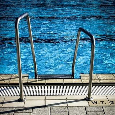 Municipal swimming pools remain closed