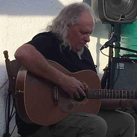 Guitar maestro dazzles local audience