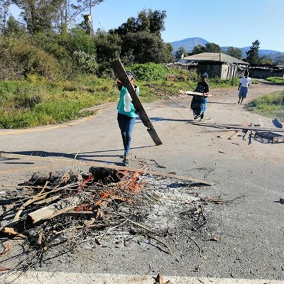 Hut fires fuel protest action in Seven Passes settlement