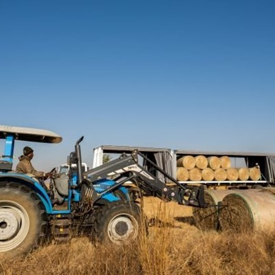 Willowmore farmers receive 500 bales of hay