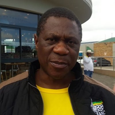 ANC Treasurer-General Paul Mashatile talks to taxi industry