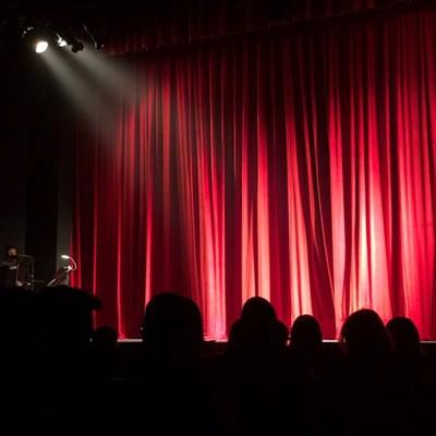 Aanlyn dramakompetisie vir jong akteurs