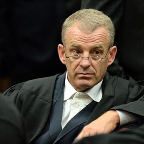 Gerrie Nel to fight for Engels