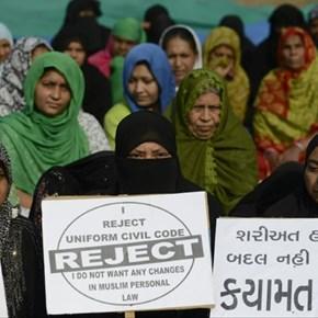 India's top court bans Islamic instant divorce