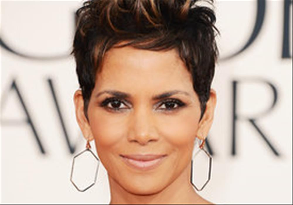 Halle Berry: James Bond should be a man | George Herald