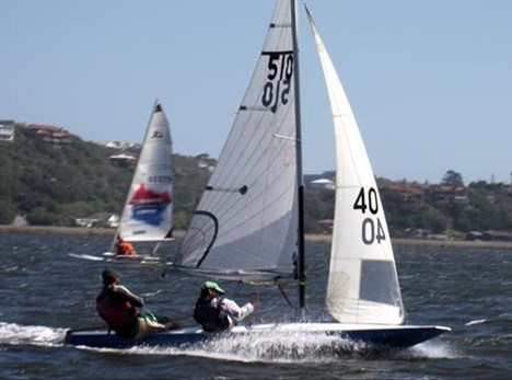 Fresh southeaster challenges sailors