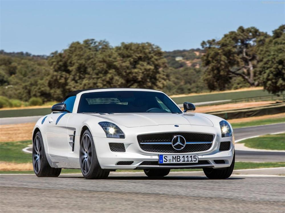 MOTORING NEWS   The New Mercedes Benz SLS AMG GT Boasts Enhanced Driving  Dynamics And Even Better Race Track Performance. It Has A Maximum Output Of  435kW, ...