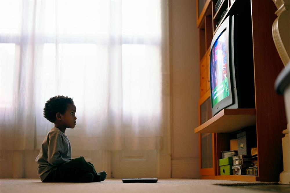 TV ads may spur snacking in kids as young as two   Oudtshoorn Courant